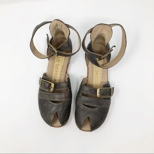 Jim Barnier Taupe-Gray Leather Sandals Brass 7
